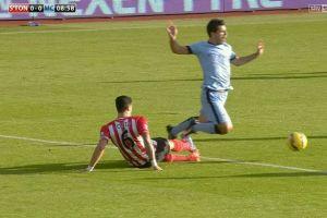 Sergio Aguero falls in the box