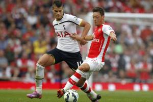 Record signings  Erik Lamela and Mesut Ozil do battle (Source: http://www.independent.co.uk/incoming/article9760012.ece/alternates/w620/Lamela.jpg)
