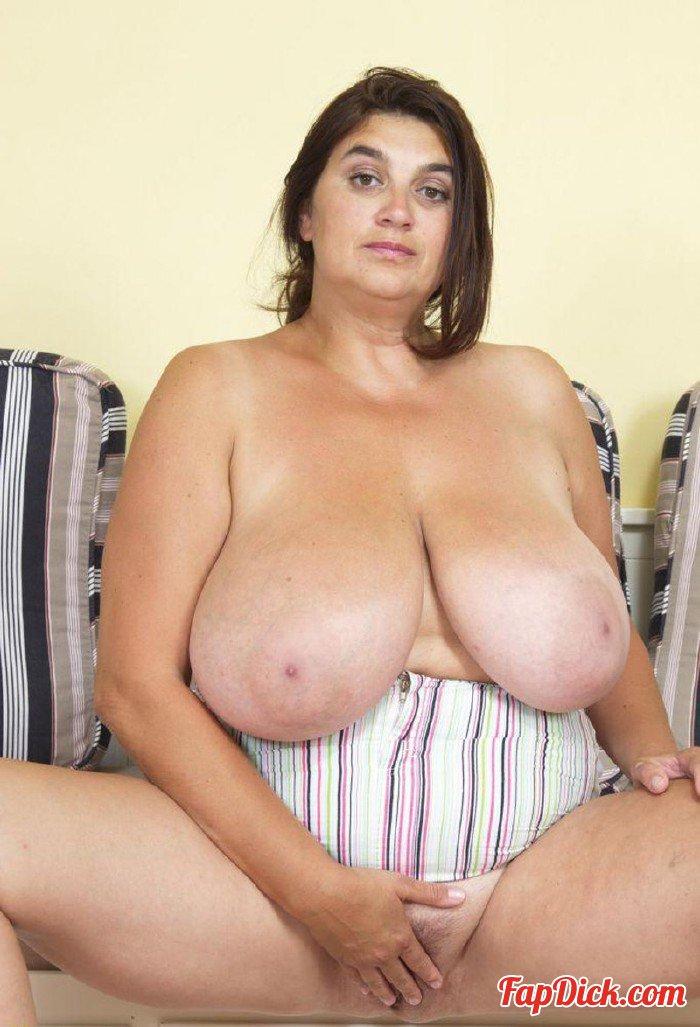 huge candid amateur tits
