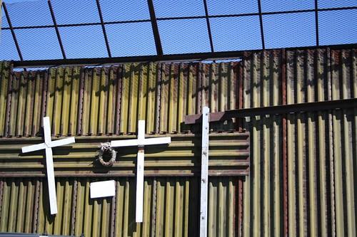 crosses on the border, cu