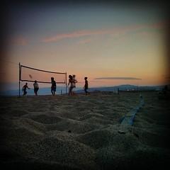 "Fino al calar della sera... #beachvolley #sunrise #giovino #catanzaro #calabria • <a style=""font-size:0.8em;"" href=""http://www.flickr.com/photos/51794600@N00/20246673660/"" target=""_blank"">View on Flickr</a>"