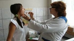 DSS are bani pentru salariile medicilor școlari doar până în luna octombrie