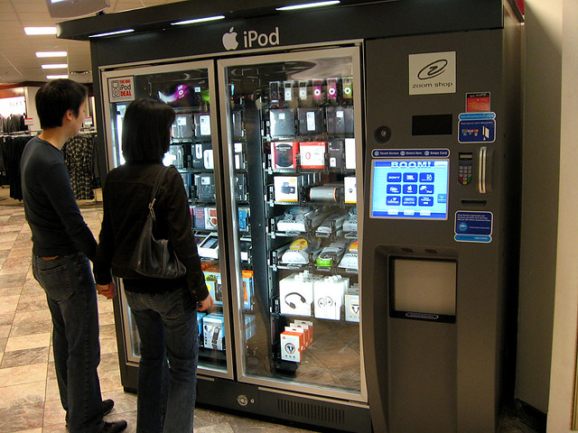Best Wallpaper In The World In 3d Ipod Vending Machine In Macy S At A Mall Where There Is A