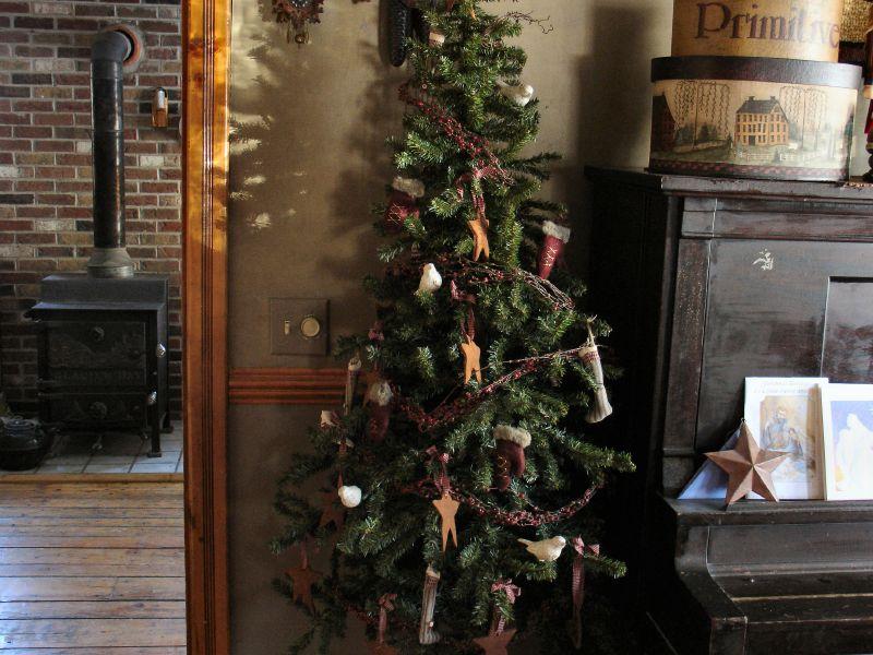 Primitive Christmas Tree - a photo on Flickriver - primitive christmas decorations