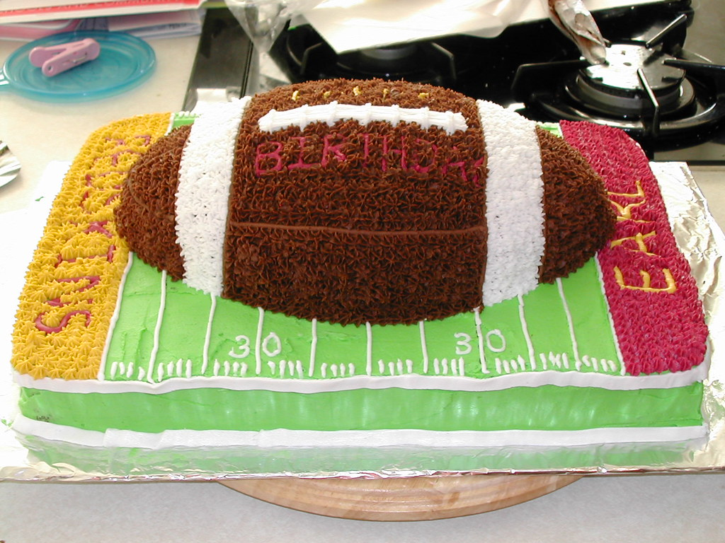 Football Kuchen Football Cake For Earl Made This Cake For A Friend S 30th Flickr