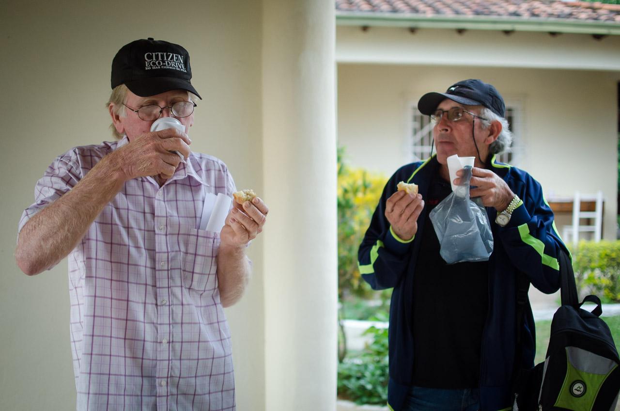 En la Clínica de la Fundación Clyde E. Bay se dispuso un sistema de cantina para que los pacientes puedan alimentarse durante las largas horas de espera, pudieron contar con desayunos, almuerzos y meriendas. (Elton Núñez)