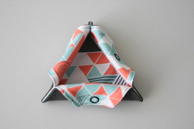 Triangular Thread Catcher