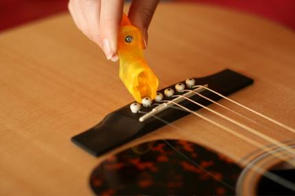 restringing guitar - 03