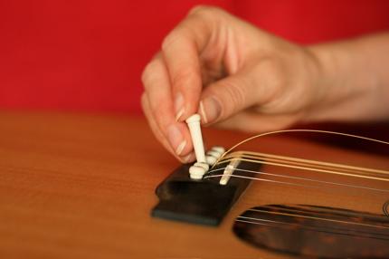 restringing guitar - 09
