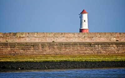 Stuart's Photography - » Desktop Wallpaper: Lighthouse and Harbour Wall, Berwick upon Tweed