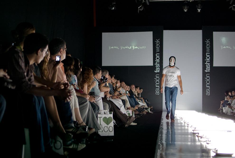 Gran desfile de Yamil Yudis Yaluff en la que se vieron prendas clásicas y modernas perfectamente mezcladas en el Viernes 24 de Setiembre en Asunción Fashion Week. (Elton Núñez - Asunción, Paraguay)
