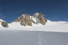 """Valle Blanche • <a style=""""font-size:0.8em;"""" href=""""http://www.flickr.com/photos/77968807@N00/1329472561/"""" target=""""_blank"""">View on Flickr</a>"""