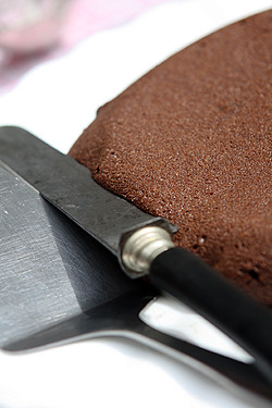 knife in mousse cake