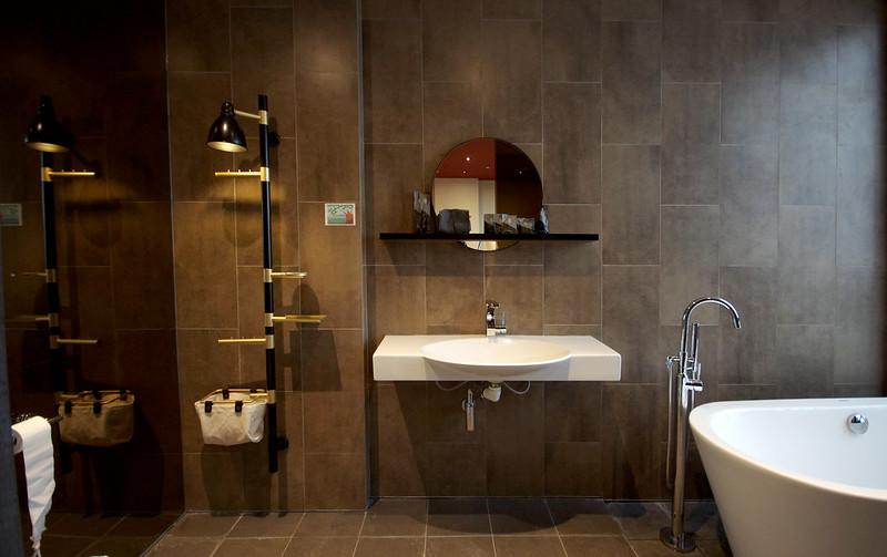 suite bathroom at hotel yan singapore