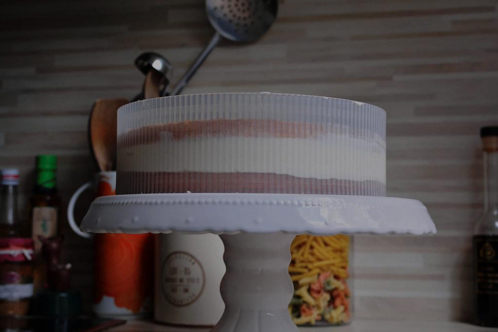 Torte von der Seite mit Tortenring