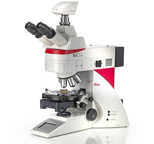 Ruído separa alunos e professor na Ufopa.Microscópio petrográfico