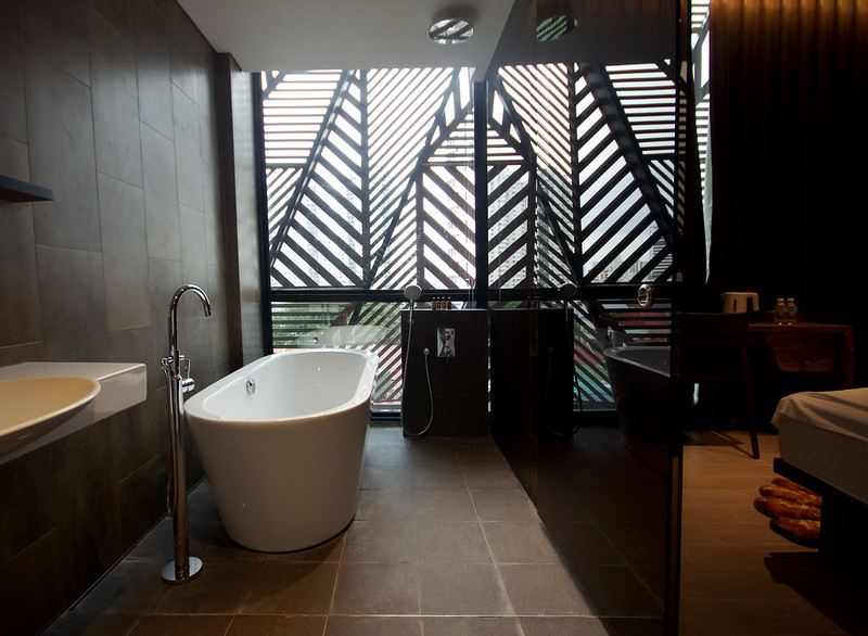 bathtub at the suite of hotel yan singapore