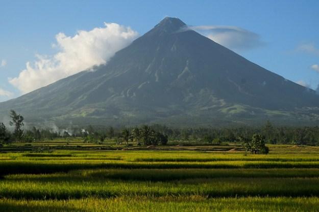Encircling. Mt Mayon