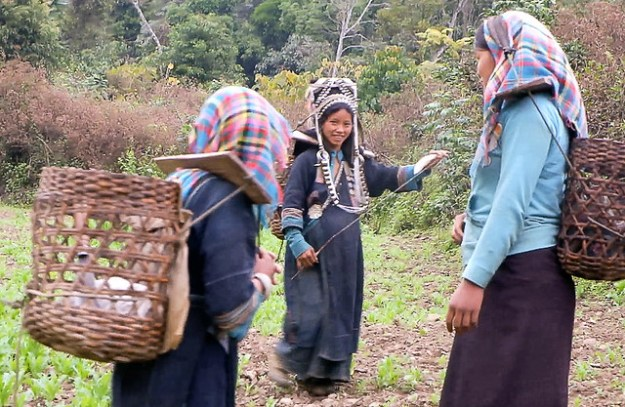 Akha girls and a married woman on the trail