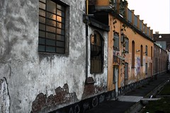 Tramonto sui muri di via Stradella