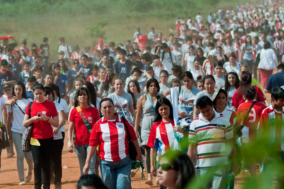 Del Yvy Marane'y participaron unas 10.500 instituciones educativas y el ministro de Educación, Luis Riart, esperaba la presencia de unos 200.000 estudiantes. (Elton Núñez - Asunción, Paraguay)