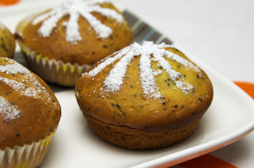 Little orange poppy seed cakes