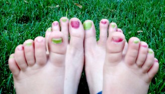 You have to have an AUNT to have toes like this ;)