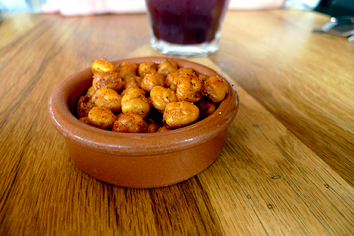 roasted, spicy chickpeas
