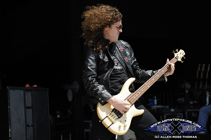 Sean Kelly of Helix lays down the bass at Rocklahoma 2009