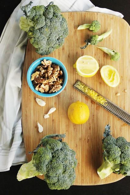 vegan broccoli walnut pesto