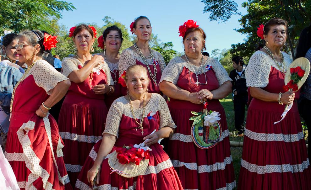 En la ciudad de Areguá, el día lunes 16 en horas de la mañana se realizaron diversos festejos, con cantos y bailes en la vieja estación de tren. (Tetsu Espósito - Asunción, Paraguay)