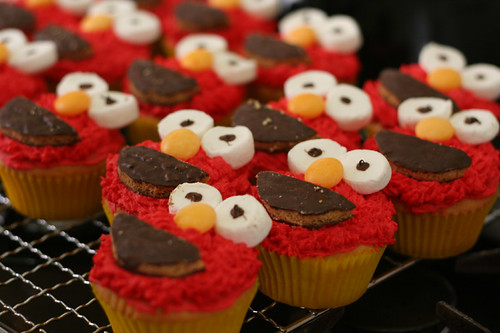 Elmo Cupcakes - Spicyicecream