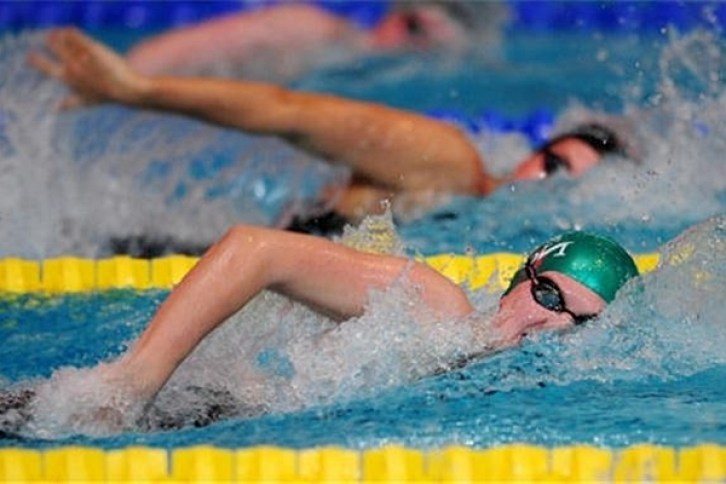 Maraton de înot în scop caritabil, la Bazinul Olimpic