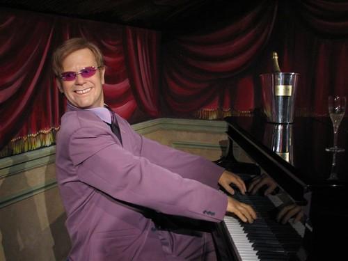Elton John, Musée Grévin, Paris