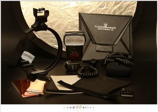 Diverse hulpmiddelen voor het flitsen zoals een reflectiescherm, Lumniquest softbox voor op de flitser, flash-bracket, filters en witte en zwarte viltjes die als alternatief voor de Flashbouncer zijn.