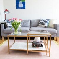 Lite av vardagsrummet och ett omgjort IKEA-bord