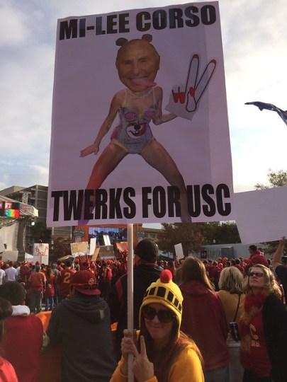 Mi-Lee Corso Twerks For USC