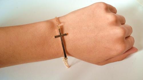 bracelet-bracelet-croix-doree-3915429-dsc-0359-ba352_570x0