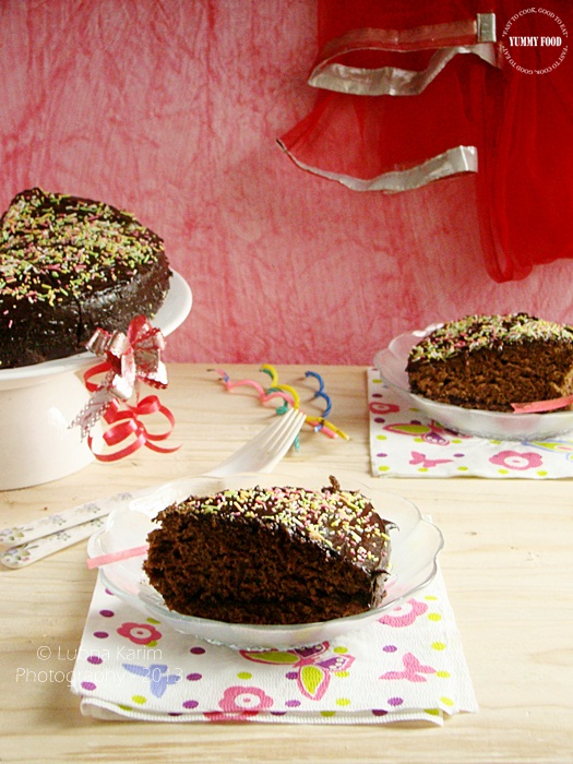 Microwave Eggless Dates Cake