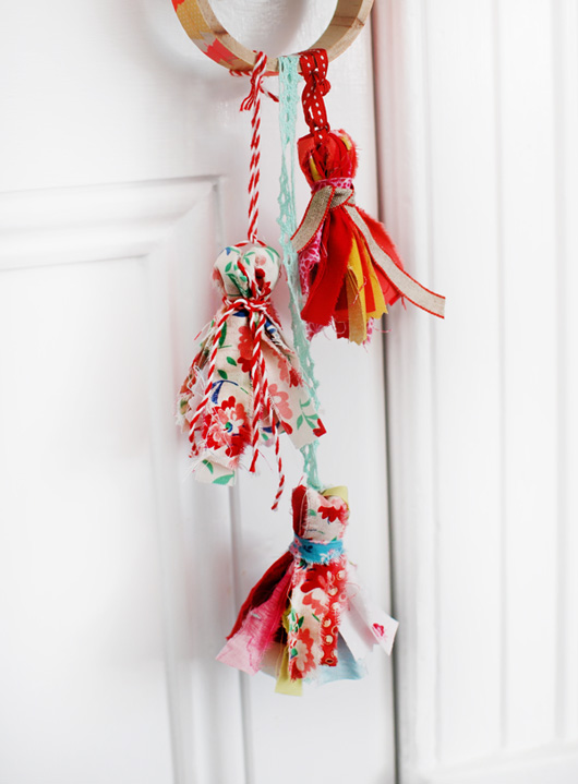 Diy Scrap Fabric Tassels Decor8