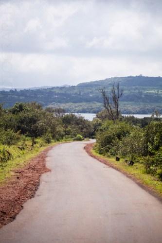 Road to the Kaas lake