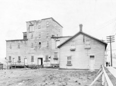1909 photo of Columbia Brewing on Powell Street in Cedar Cove