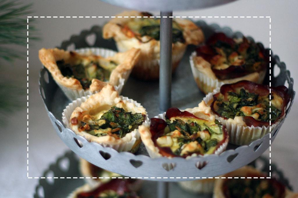 Blätterteig-Muffins mit jungem Spinat