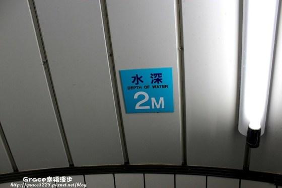 日本冲绳自驾自由行–海中展望塔可以看到海中四米的