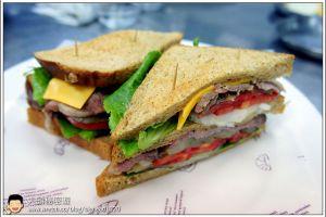 [西餐]三明治類 黑胡椒烤牛肉雜糧三明治