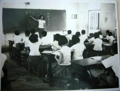 Classroom Of The 60s And 70s (1/6)