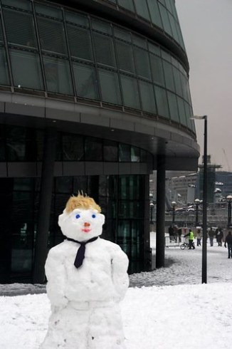 SNOW IN LONDON 2009: and a boris johnson snowman