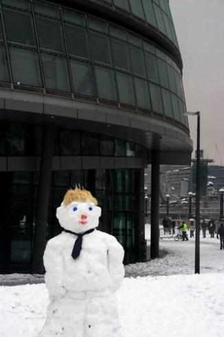 SNOW IN LONDON 2009: and a boris johnson snowman
