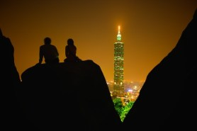 Hike Elephant Mountain at night in Taipei