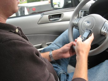 Texting while driving. mrJasonWeaver/Flickr
